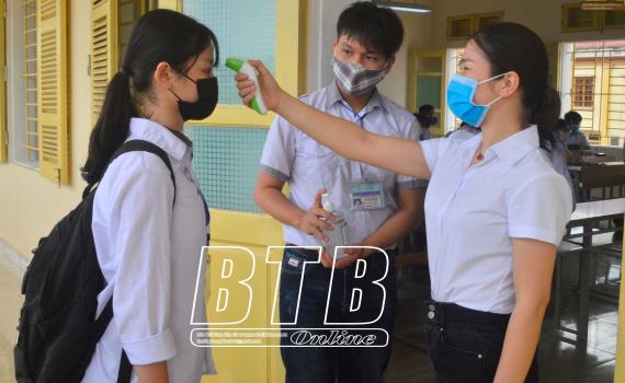 Công văn số 606/UBND-KGVX của UBND tỉnh về việc đảm bảo công tác phòng, chống dịch khi cho học sinh lớp 9 THCS, lớp 12 THPT và học sinh các đội dự tuyển học sinh giỏi quốc gia khối 11 của Trường THPT Chuyên đi học trở lại