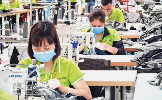 Vừa phòng, chống dịch vừa ổn định sản xuất