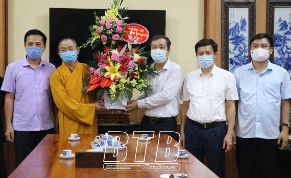 Đồng chí Bí thư Tỉnh ủy thăm, chúc mừng chức sắc Phật giáo nhân dịp đại lễ Phật đản