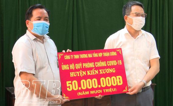 Kiến Xương tiếp nhận 80 triệu đồng ủng hộ quỹ phòng, chống dịch Covid-19